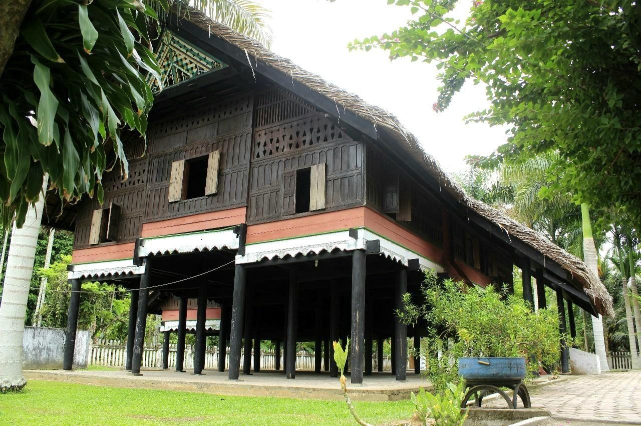 460 Koleksi Gambar Rumah Adat Krong Bade Terbaru