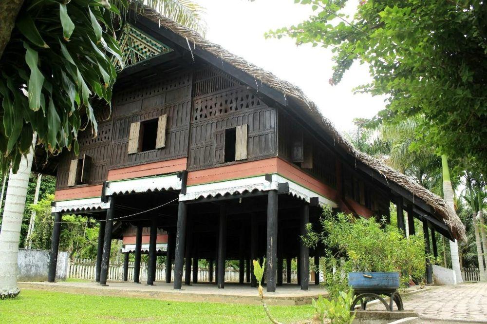 Ruang Bawah Rumah Adat Aceh Krong Bade