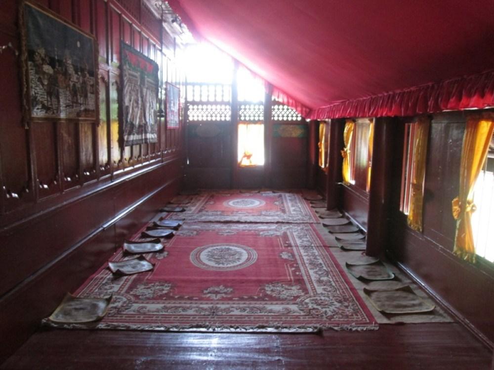 Bagian Ruang Depan Rumah Adat Aceh Krong Bade