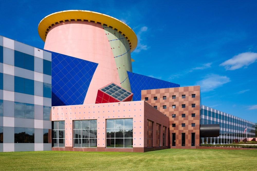 Ciri Khas dan Karakter dari Arsitektur Post Modern