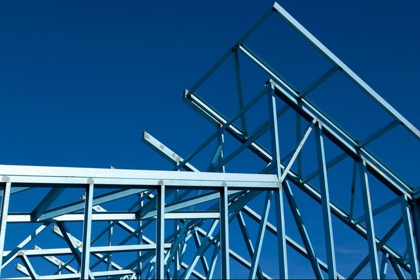 Bentukan rangka atap baja ringan bervariasi, bisa dibuat mengikuti berbagai model atap