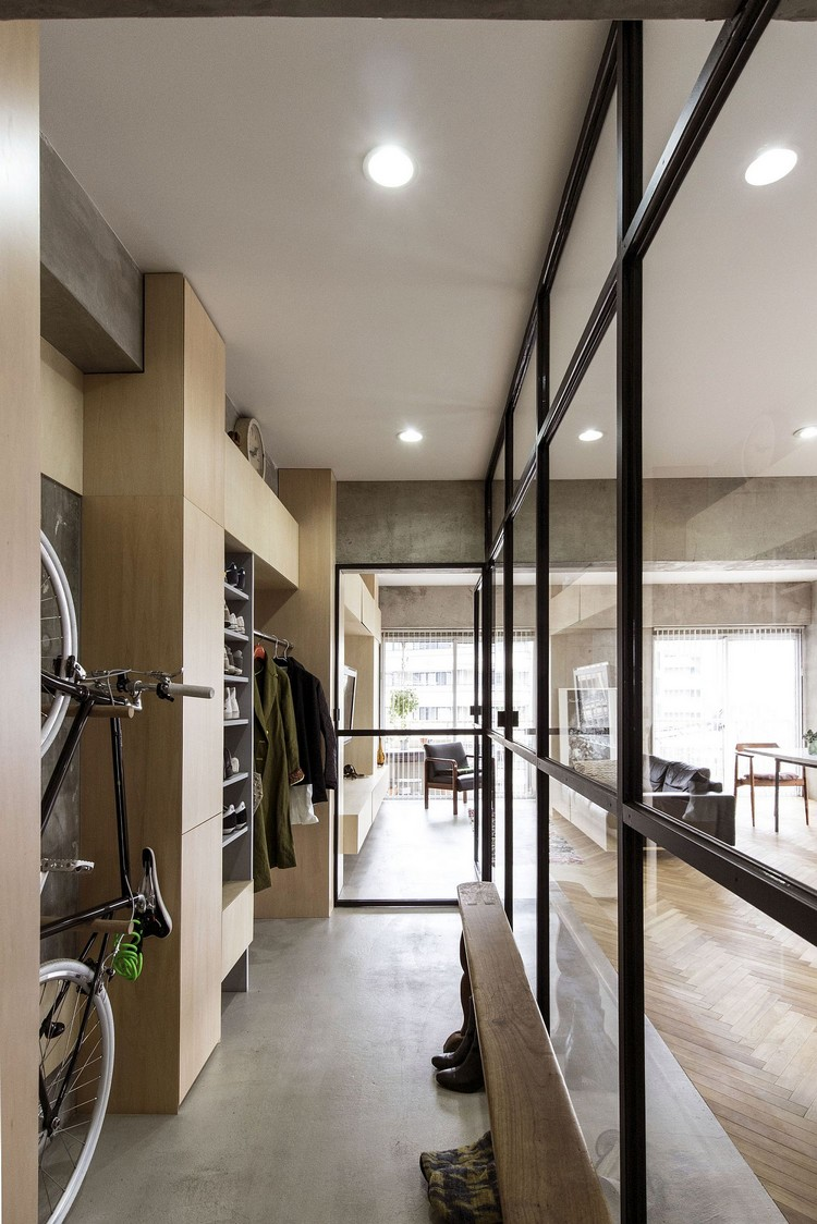Dinding kaca di ruangan penyimpanan