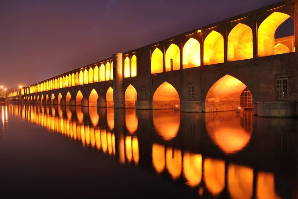 Arsitektur Islam Jembatan Si-o-sel-Pol di Iran