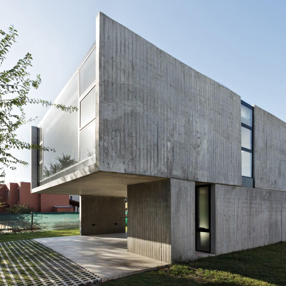 Berikan Tekstur pada Beton Ekspos Rumahmu