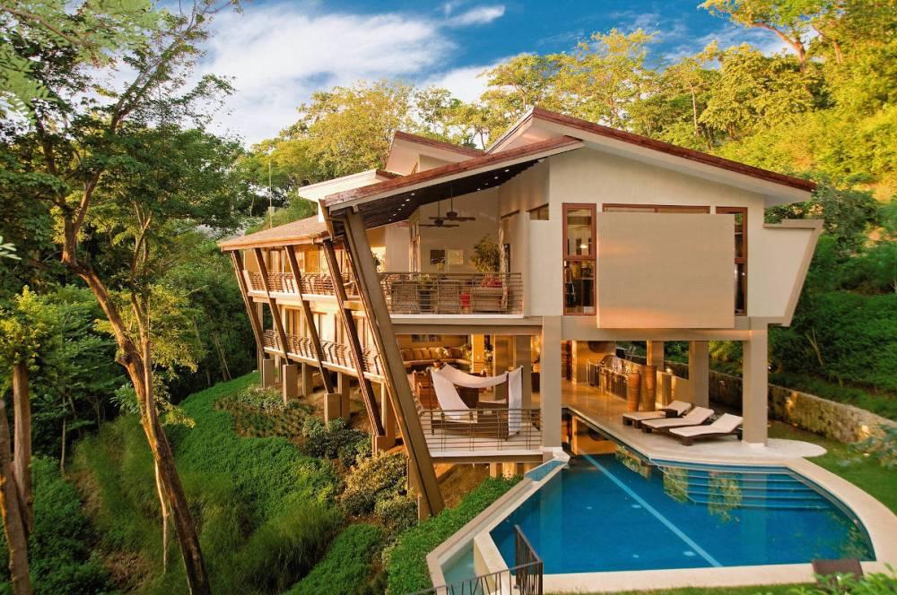Rumah Tropis Modern Bartlett