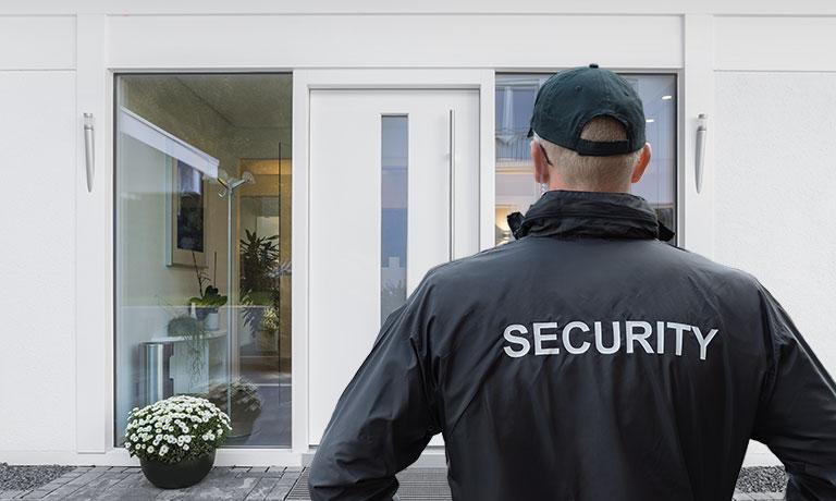 Petugas keamanan rumah