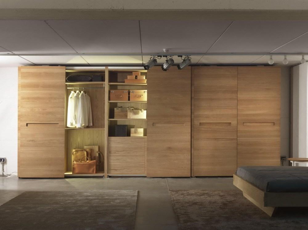 Lemari geser pintu kayu