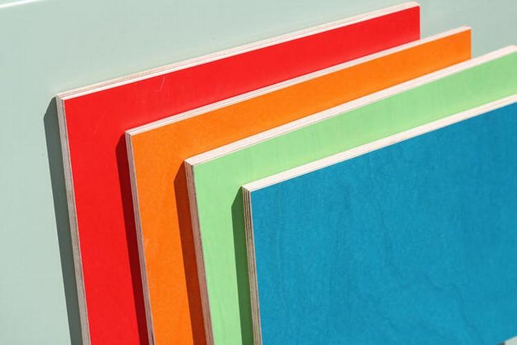 Tripleks melamin tersedia dalam aneka warna