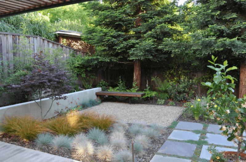 Landscape taman minimalis dengan perpaduan rumput dan paving block
