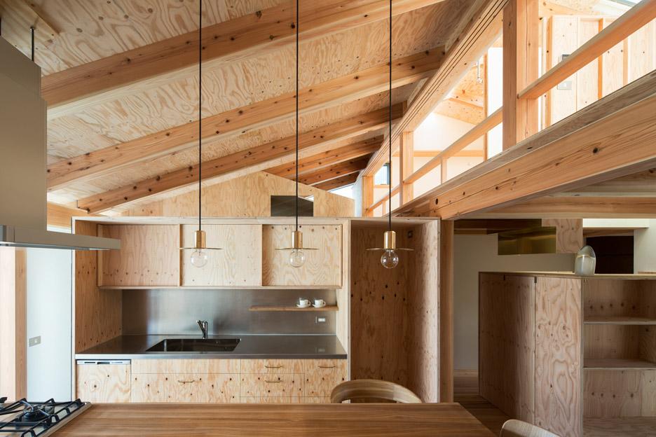 Interior kayu multipleks