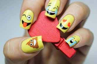 Video uñas emoji