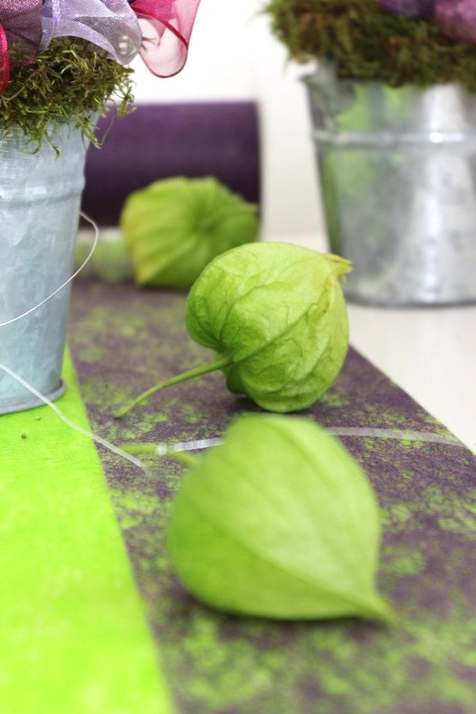 Herbstdeko mit Dekovlies gruen und lila  Dekovlies