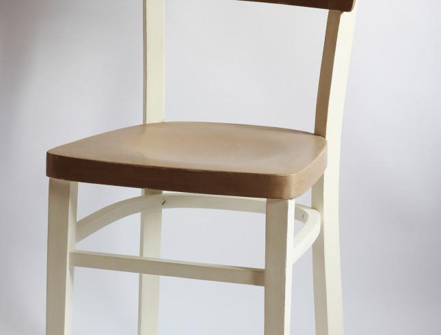 Krzesło z koronką farby kredowe