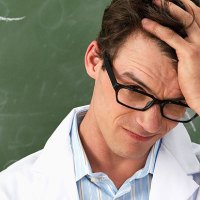 Los Tribunales prohiben que los Doctores  sean contratados como Profesores Ayudantes en la Universidad