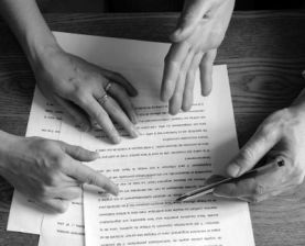 400px-Ecrivains_consult_-_Texte_4_mains