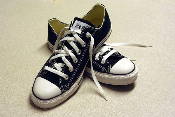 blackconversesneakers