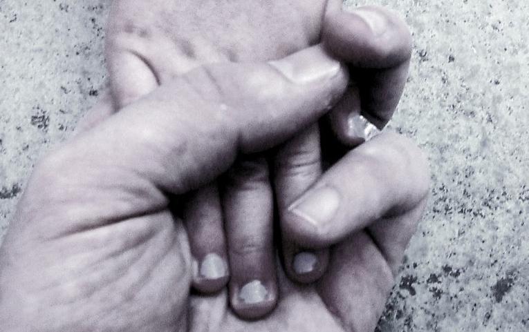 handstouching