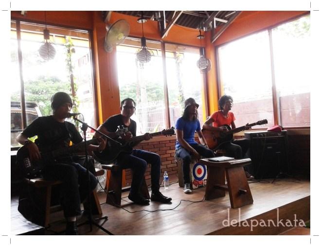 Live Band yang siap menghibur para pelanggan. (Foto dok. pribadi)