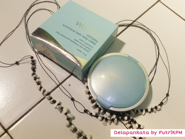Everyday Luminous Two Way Cake by Wardah
