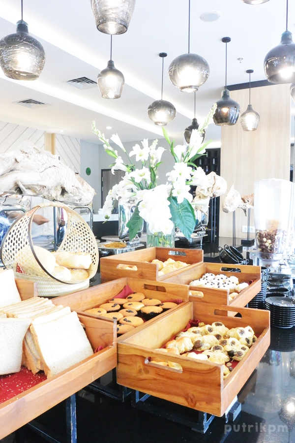 Breakfast at Hotel Neo Malioboro - Delapankata 2