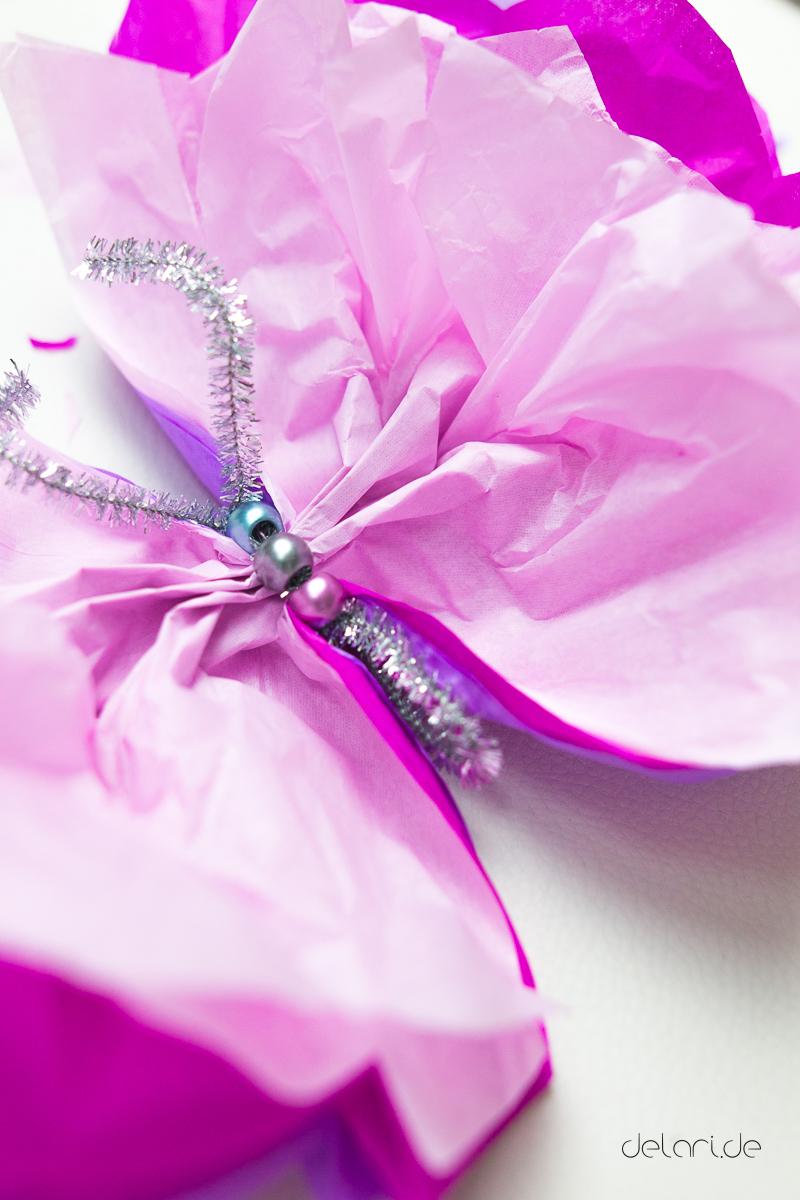 DIY Butterfly basteln Seidenpapier Pompoms Schmetterling