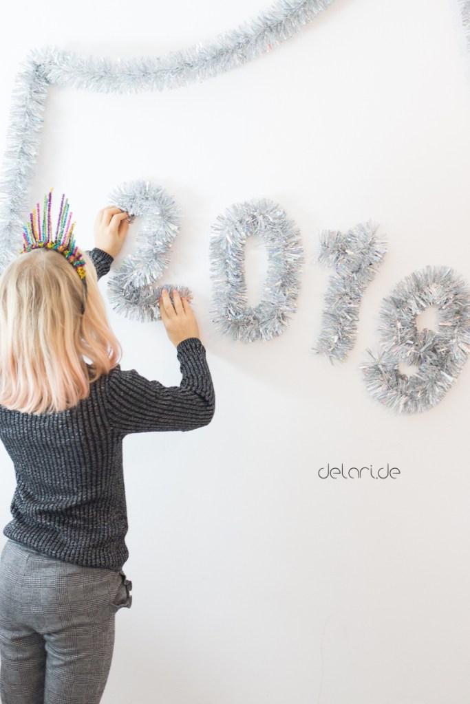 Silvester DIY Kids Pfeifenputzer schnelles basteln mit Kindern