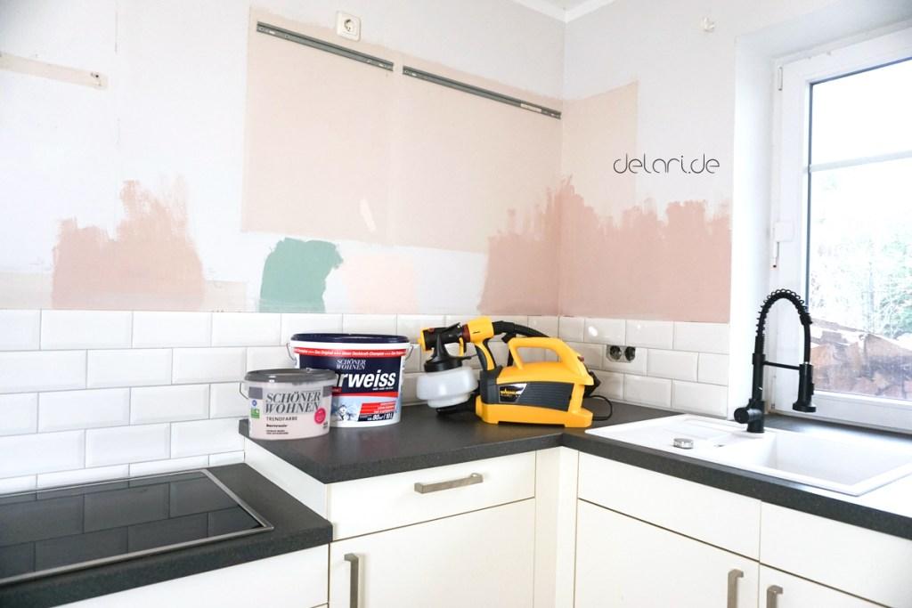 Küchen Make over Wand mit Farbsprühsystem