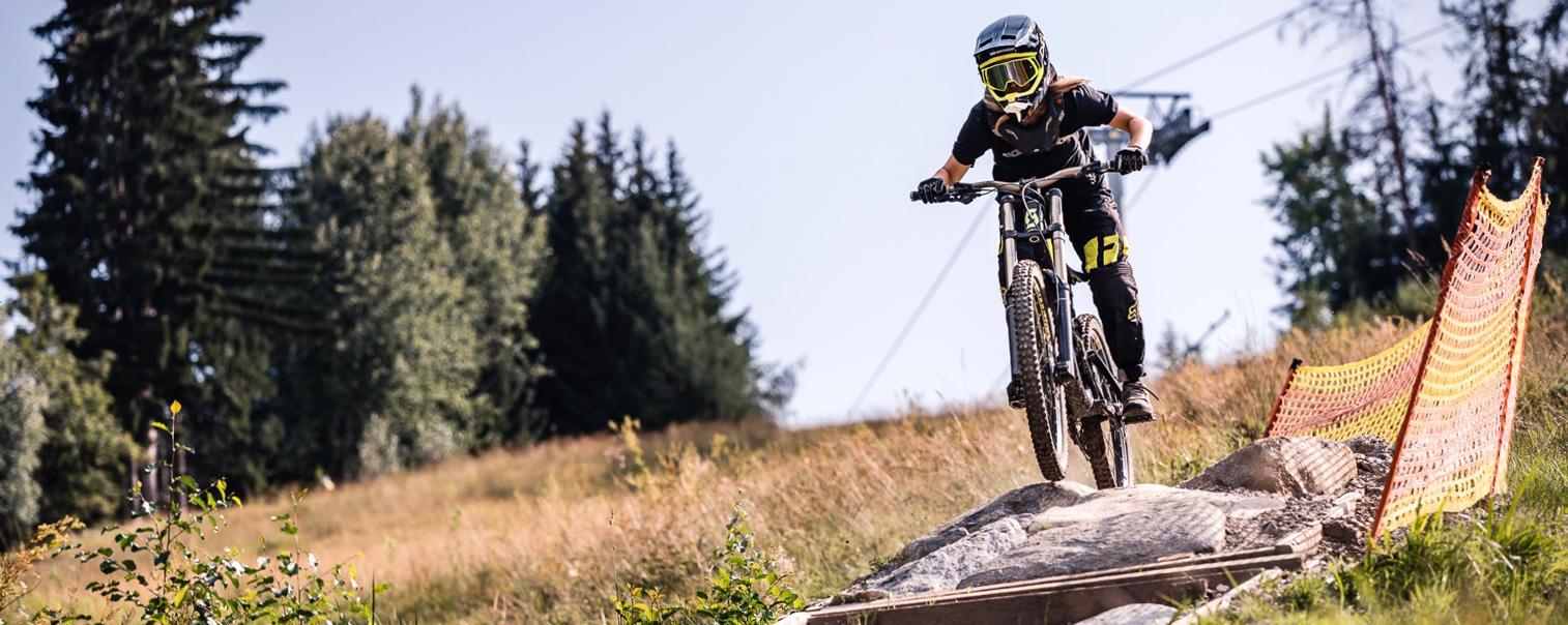 Antonia Dolezal Bikepark innsbruck DELAYON Eyewear the Squad goggle