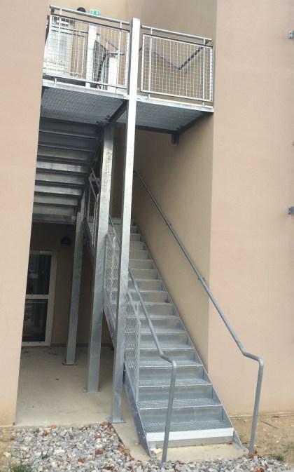 Escalier extérieur galvanisé et garde-corps Ibis Budget Manosque.