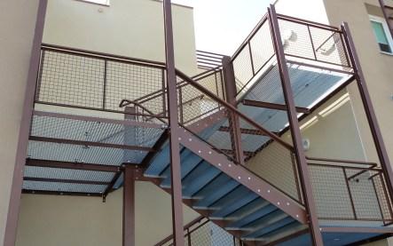 escalier-marche-galvanisee-ibis-budget
