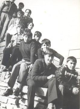 Foto de los hermanos en la escalera