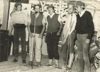 Los más altos del curso tuviero el valor de subirse a cantar esa canción. Entre ellos Txerra, Del Río, Amadeo y Joseba