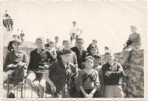 1962-63 Zuazo Creo que está tomada en la Virgen de la antigua, en las peñas de Orduña; el de sotana es D. Fermin, un navarrico que estaba de trienio; de mis compañeros no recuerdo sus nombres, creo que el de la boina era Fermín Ariz, la mayoria de ellos navarricos