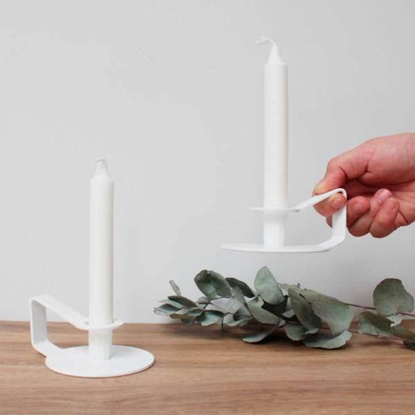 Candelabro Nocto diseñado en zinc lacado blanco para Normann Copenhagen
