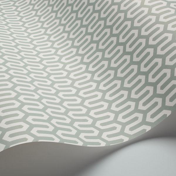 Detalle del Papel pintado Ypsilon en fondo menta de la colección Scandinavian Designers de Borastapeter