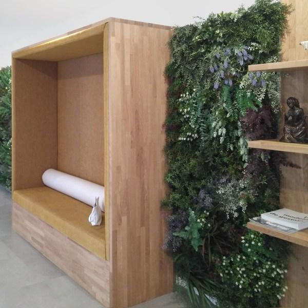 banco diseñado a medida para una sala de espera