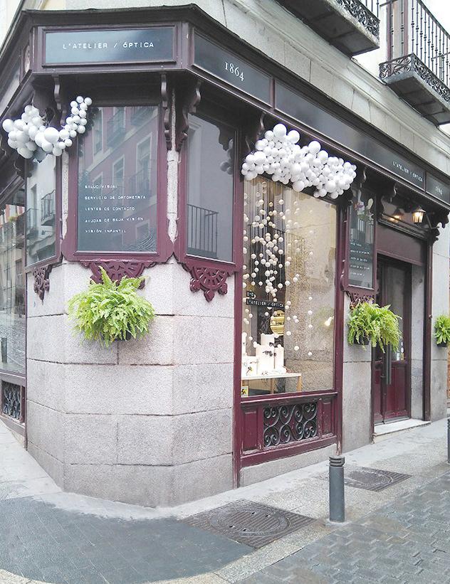 escaparate de navidad para una óptica en Madrid