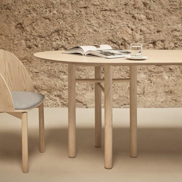 mesa de comedor ovalada de madera