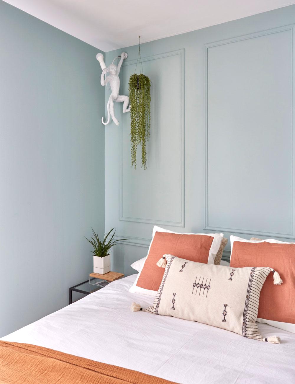 Aplique mono Seletti en dormitorio mini piso Tetuán Madrid
