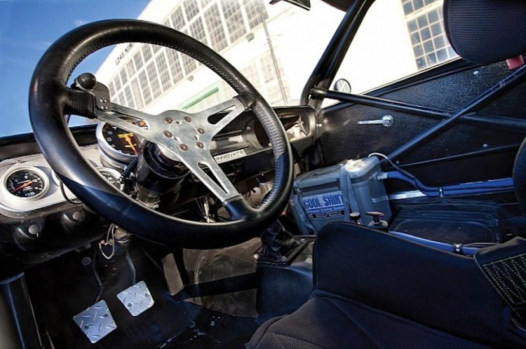 ob_a21fc3_1966-shelby-gt350h-race-car-under-the-hammer-phot