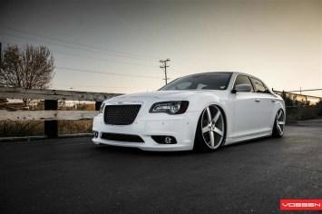 l_Chrysler_300C_VVSCV3_4d7