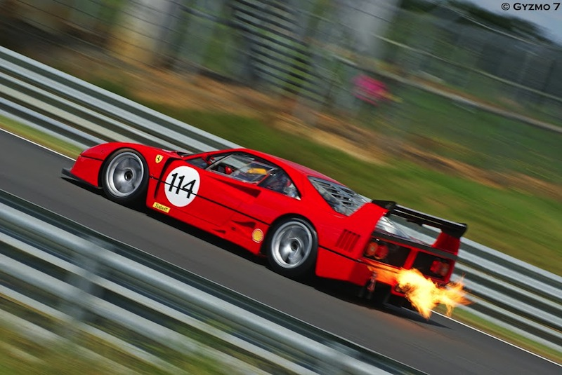 F40 LM Exhaust flammes