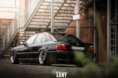 DLEDMV_BMW_740_E38_Black_beauty_80