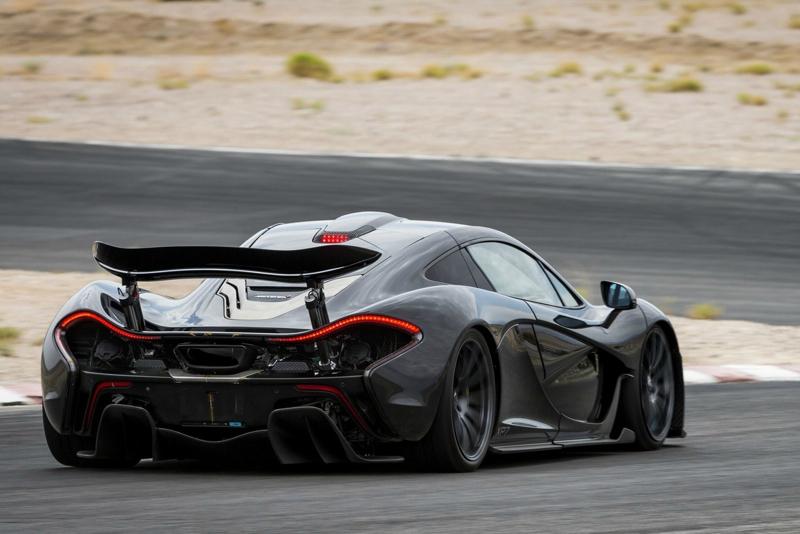 DLEDMV_Nissan_GTR_vs_McLarenP1_002