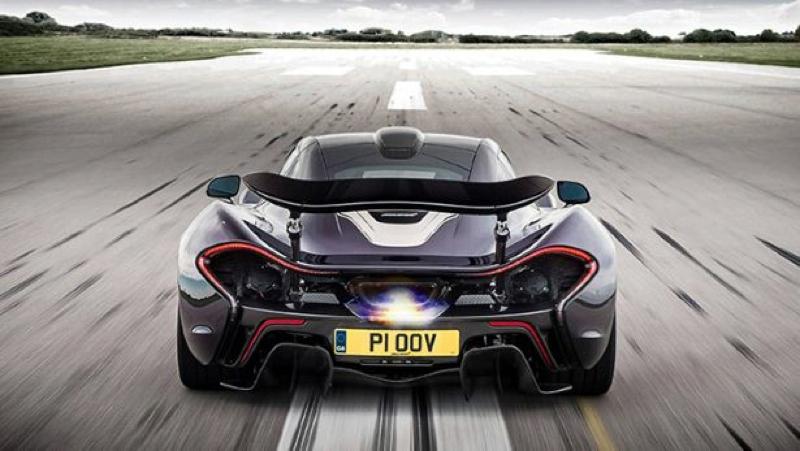 DLEDMV_Nissan_GTR_vs_McLarenP1_005