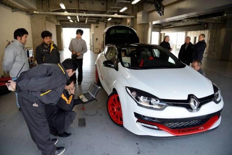 DLEDMV_Renault_MeganeRSTrophy_Fuji03