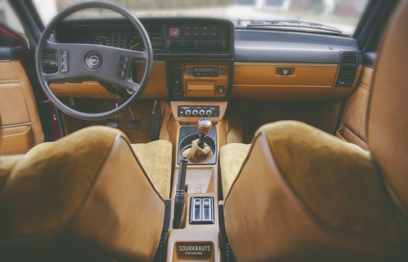 DLEDMV - Opel Coupé Commodore olds'kool - 09