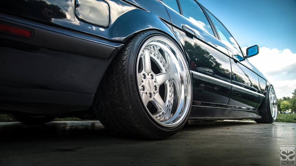 DLEDMV - BMW E34 Touring Slammed - 01