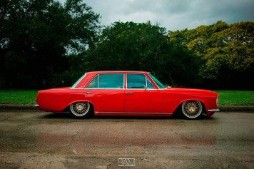 DLEDMV - Red bagged Benz W108 - 08