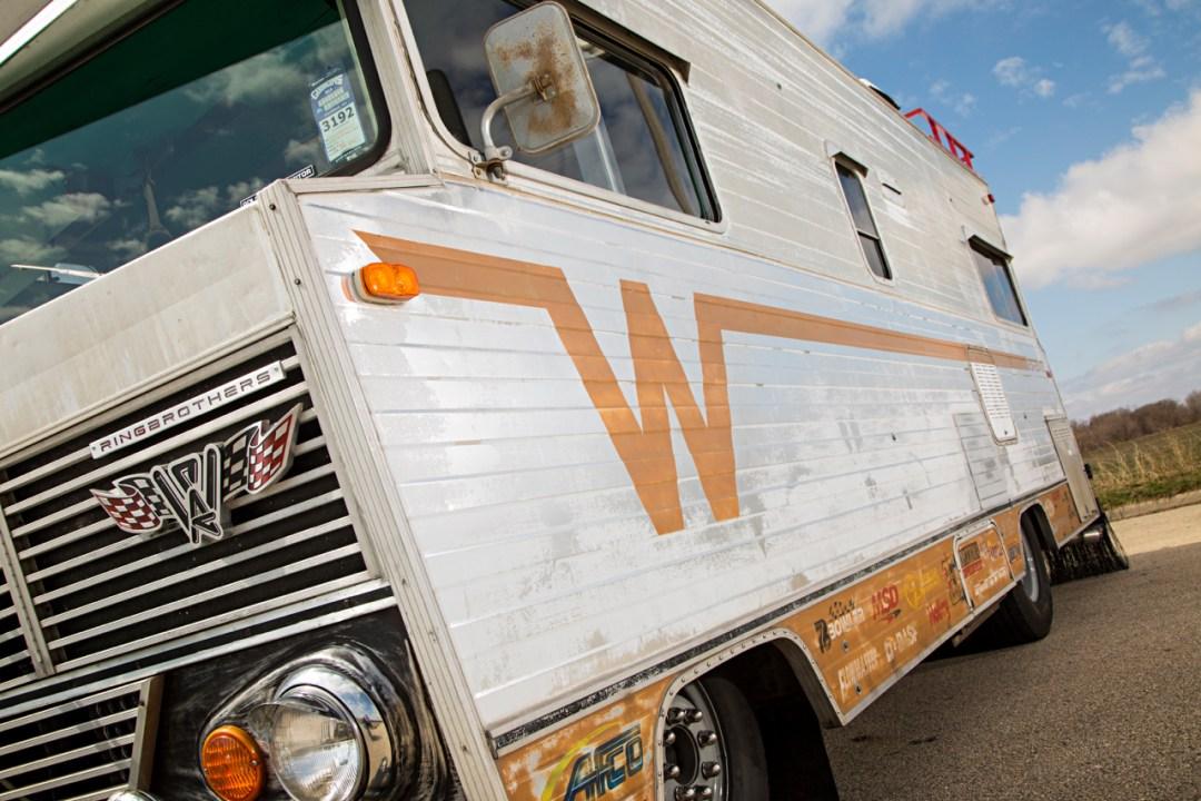 '72 Winnebago Brave revu par les Ringbrothers... 900 ch dans le camping car ! 21